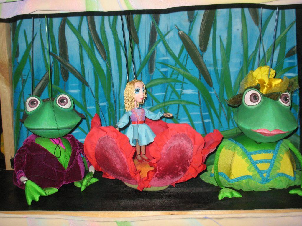 Дюймовочка и лягушки